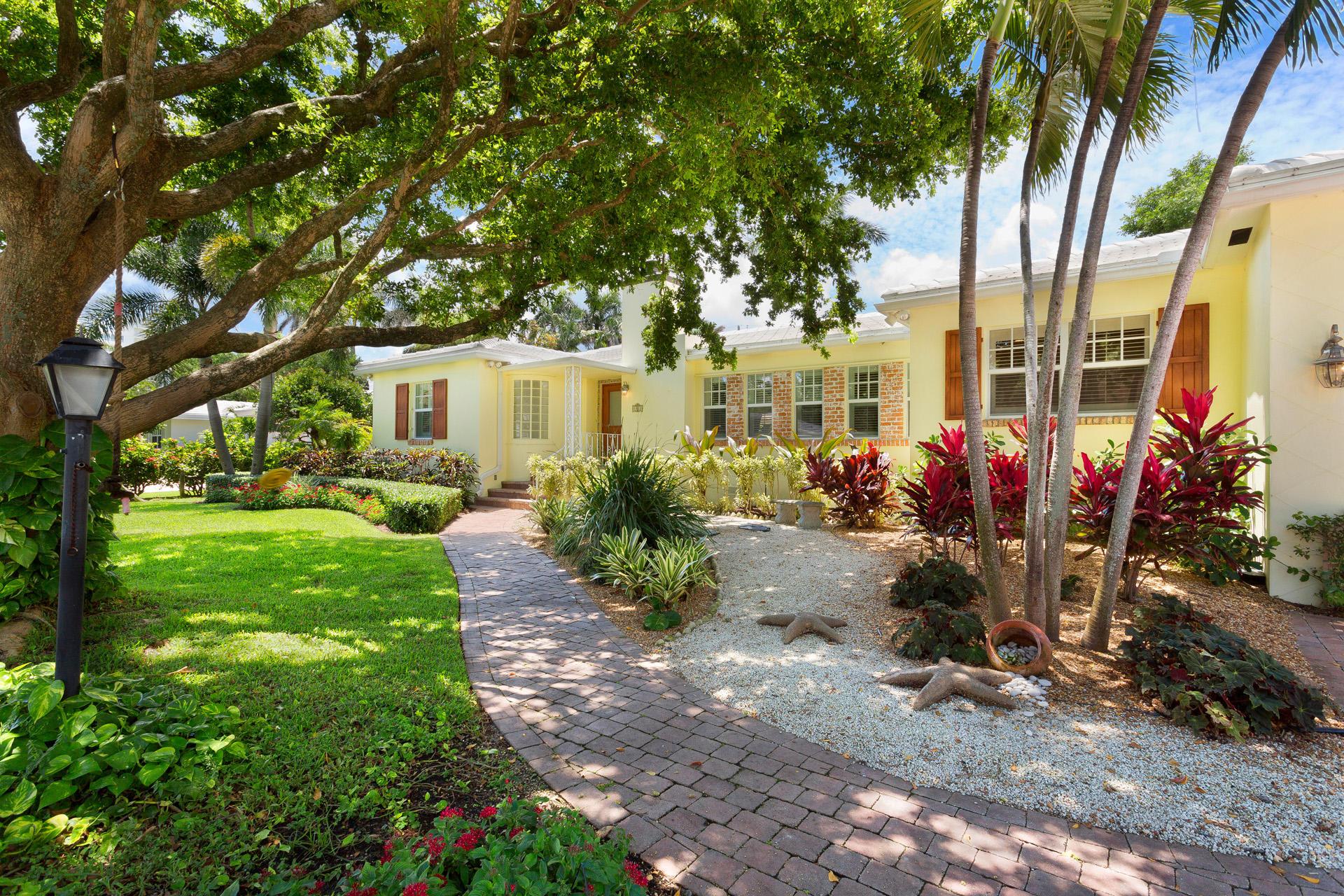 1112 S Vista Del Mar Drive  Delray Beach, FL 33483