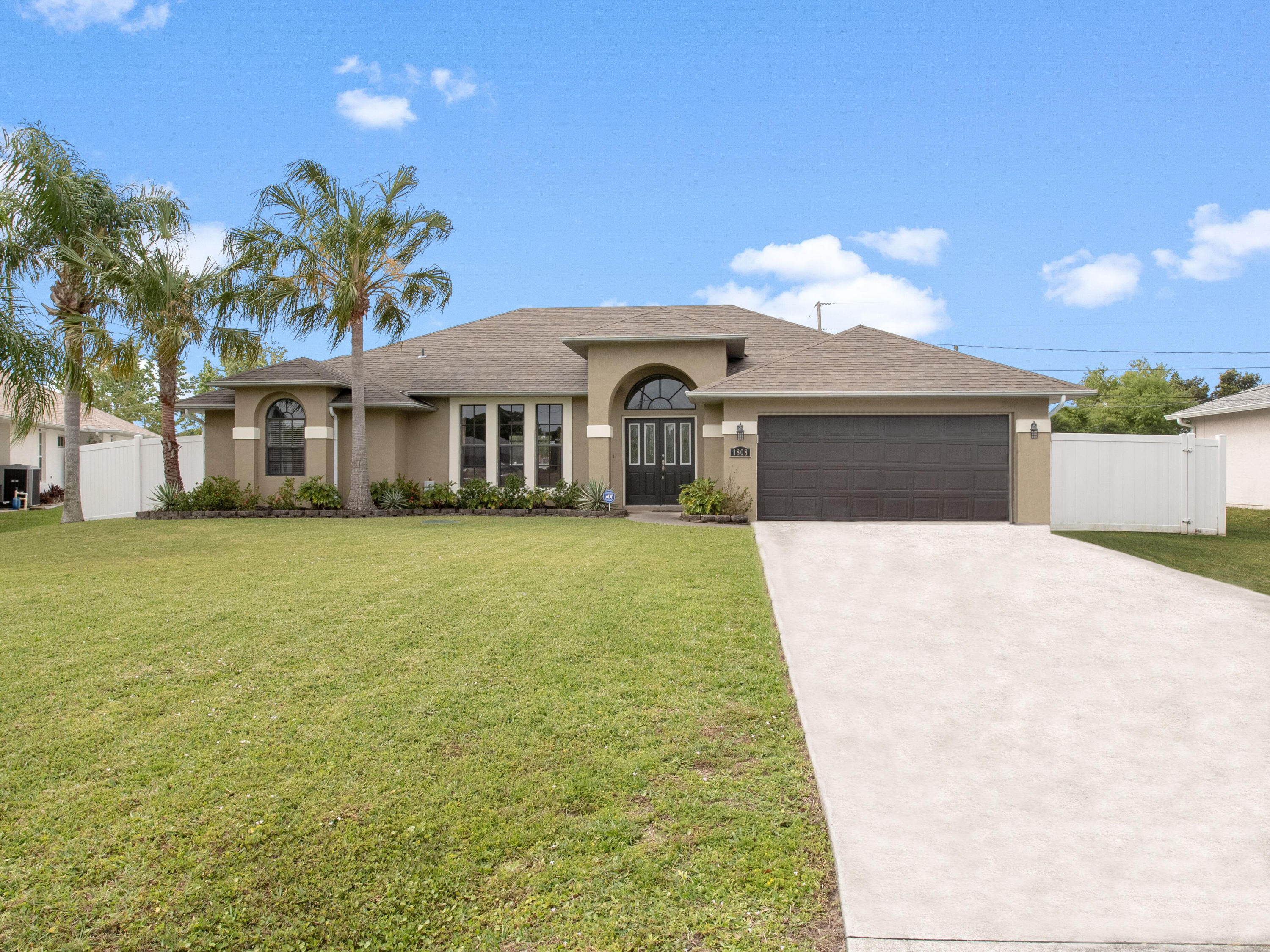 1808 SE Gaskins Circle, Port Saint Lucie, Florida