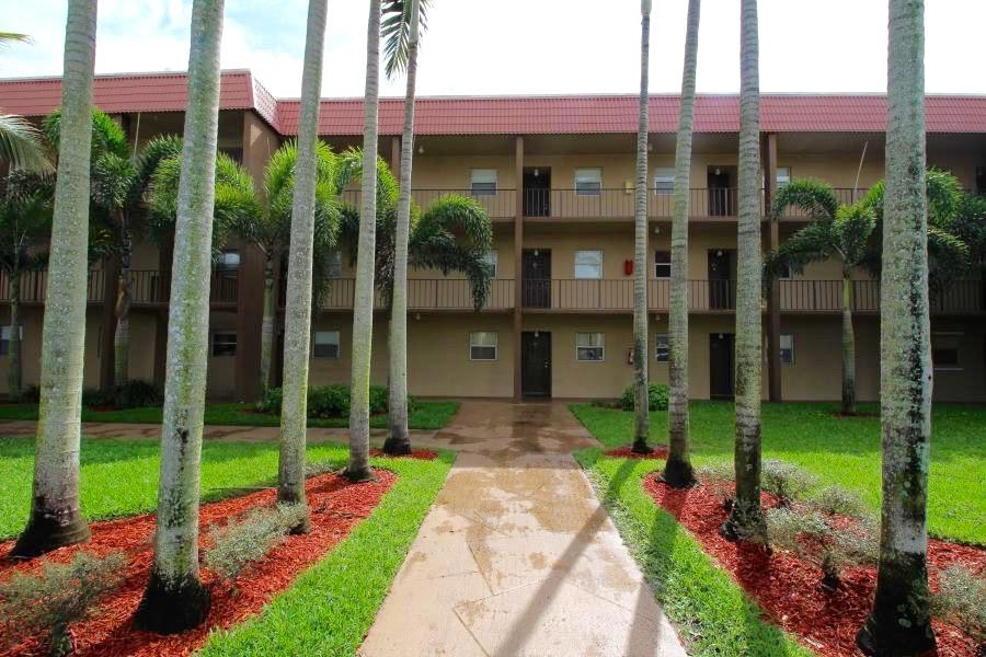 120 Sparrow Drive 213 Royal Palm Beach, FL 33411