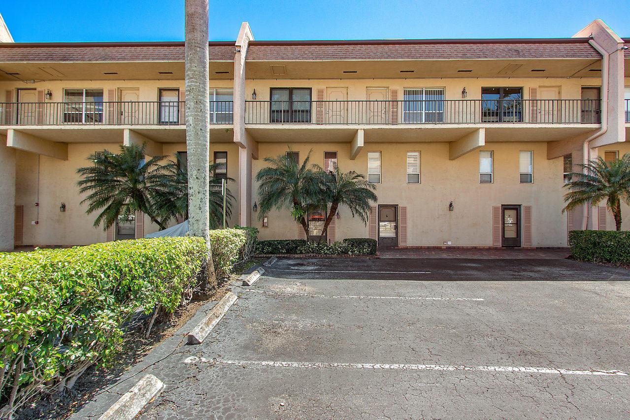 Home for sale in CLUB HOUSE COVE CONDO Deerfield Beach Florida
