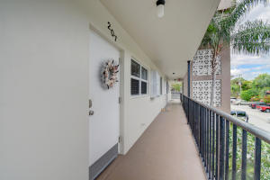 30 Colonial Club Drive Boynton Beach 33435 - photo