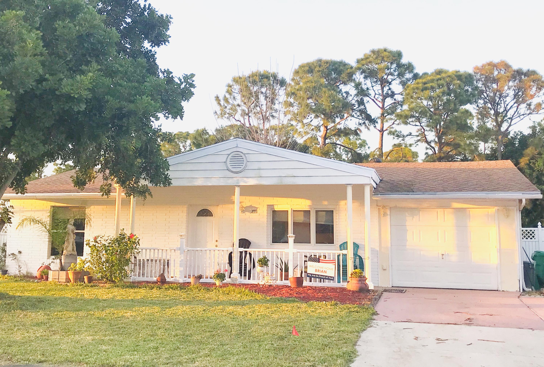 255 SW Lucero Drive, Port Saint Lucie, Florida
