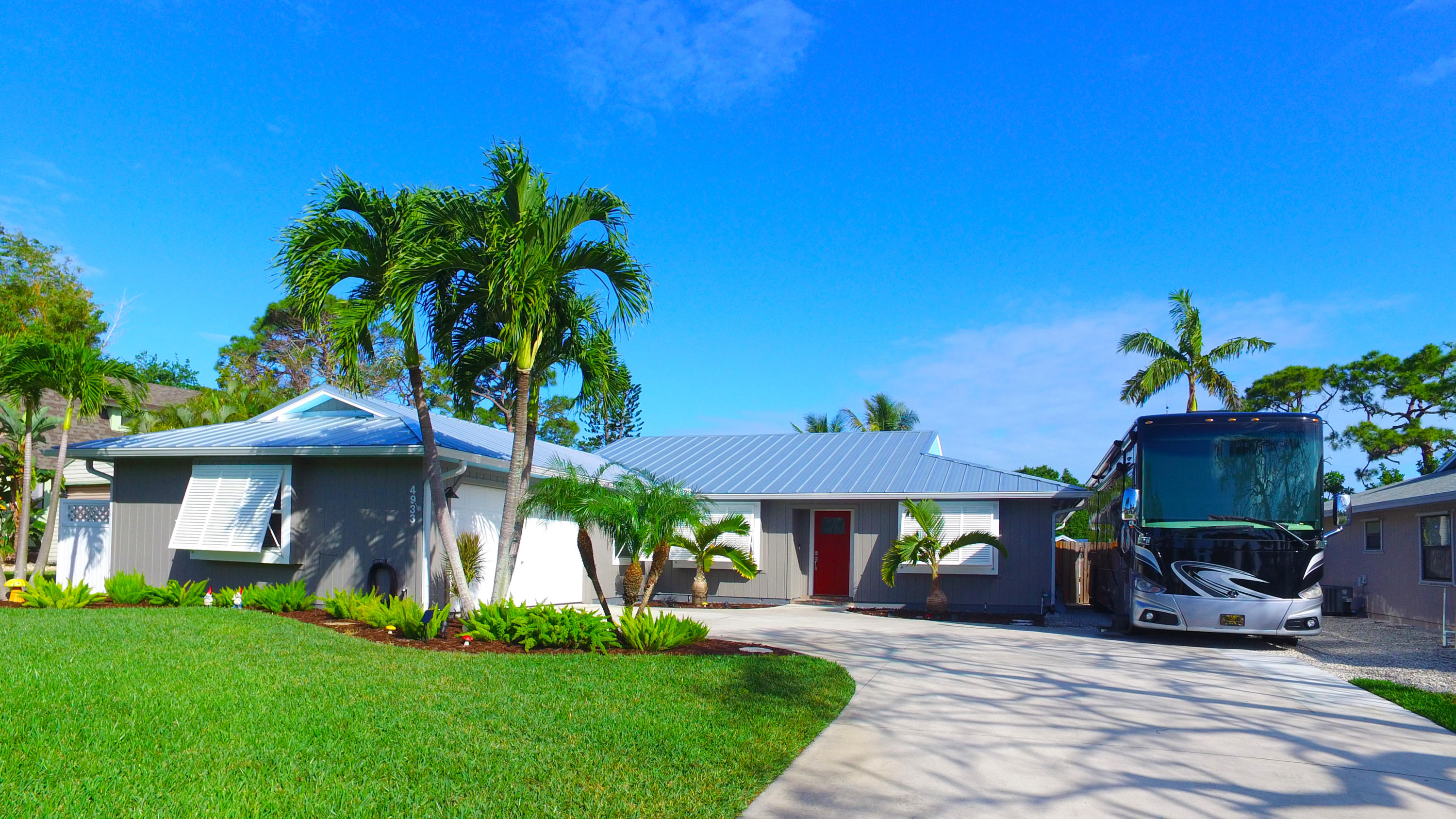 4933 SE Pine Knoll Way, Stuart, Florida