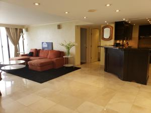 Palm Beach House Condo
