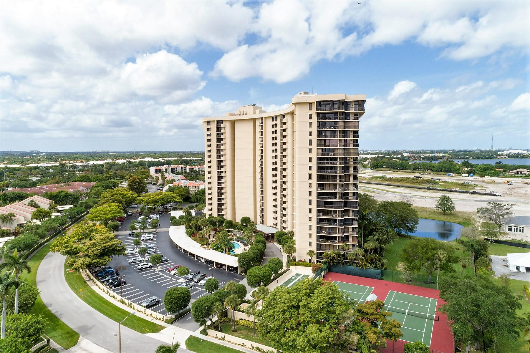 Photo of 2480 Presidential Way #904, West Palm Beach, FL 33401
