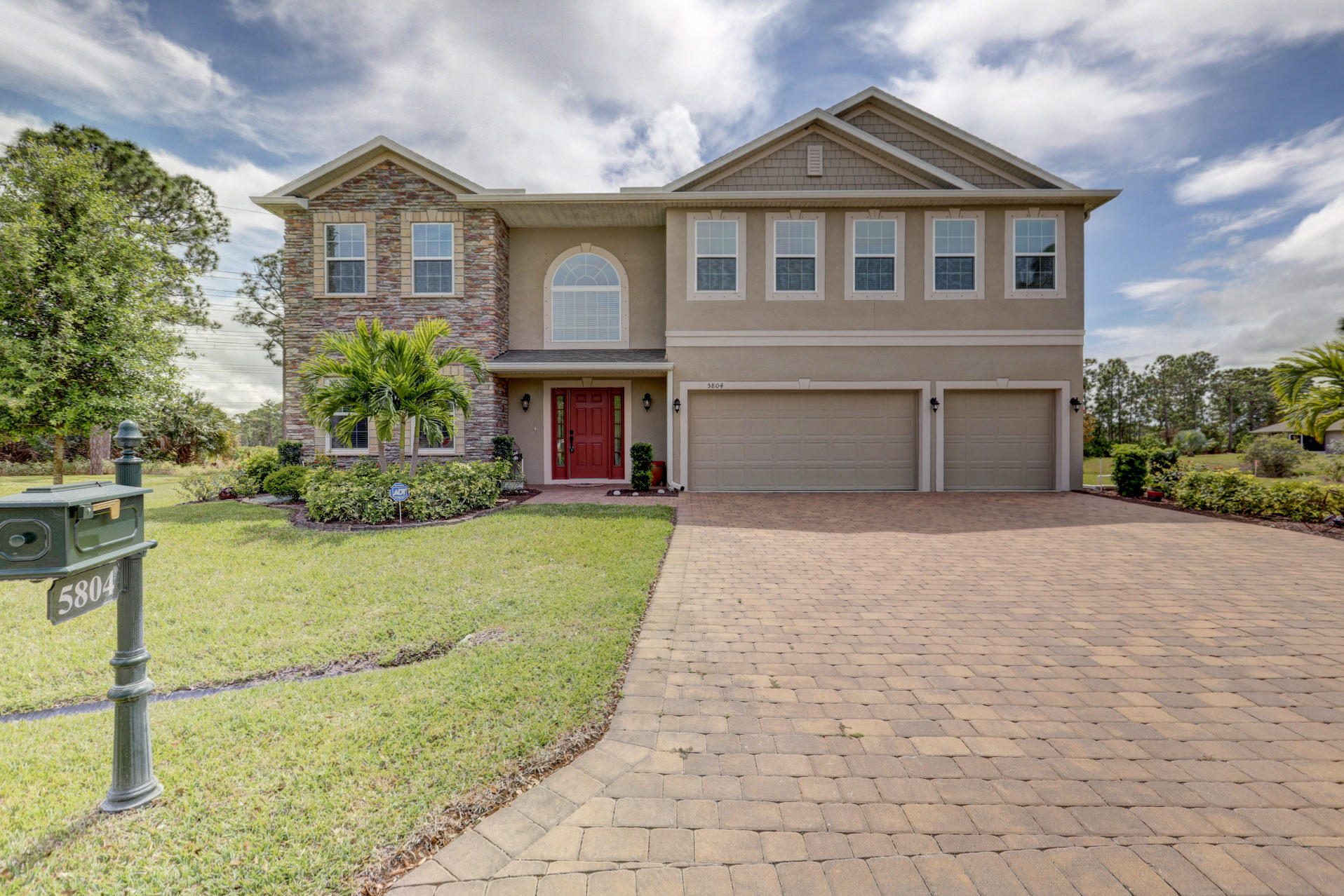 5804 NW Tree House Court, Port Saint Lucie, Florida