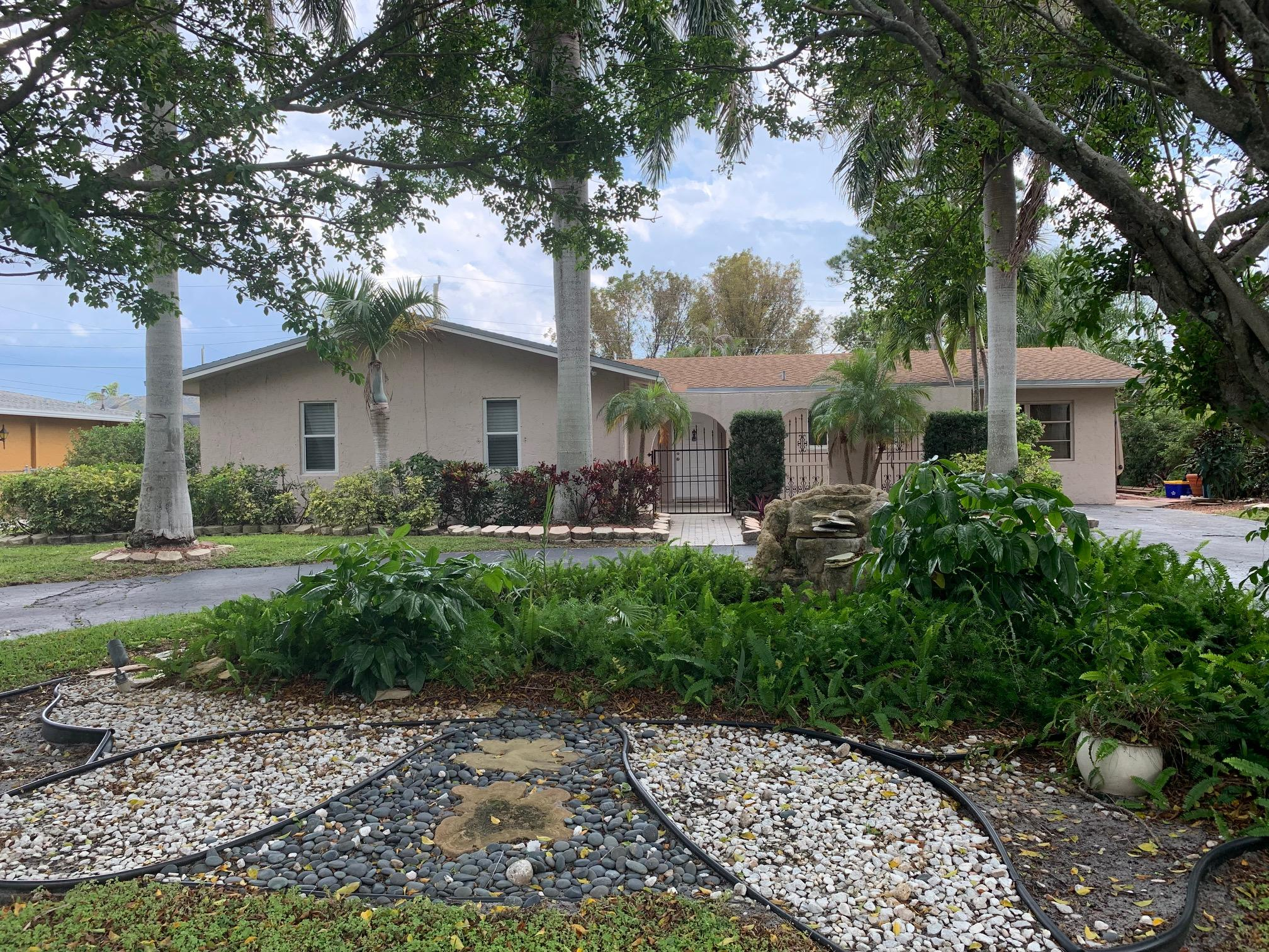706 SW 23rd Terrace Boynton Beach, FL 33435