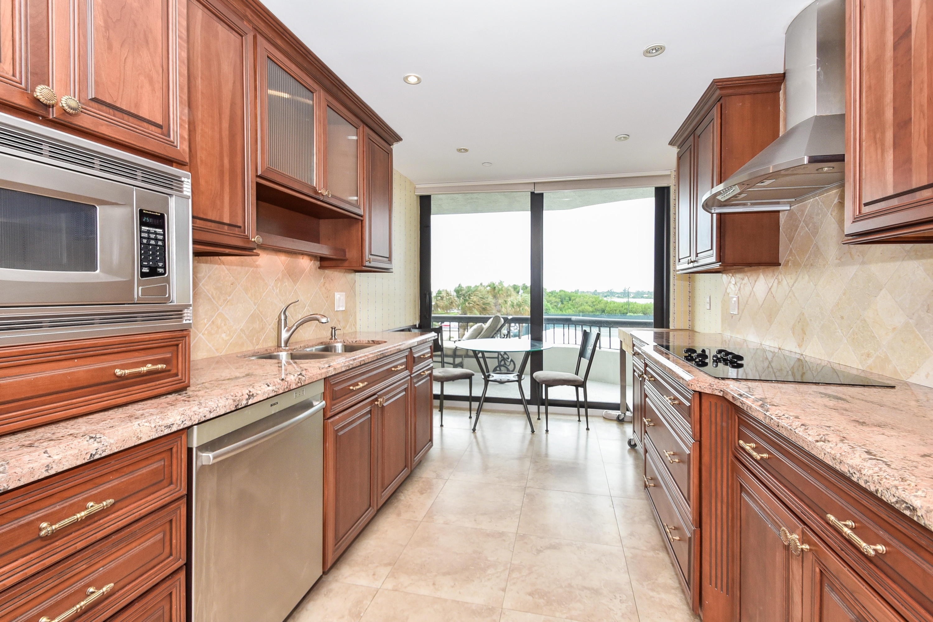 BEACH POINT COND              UNIT 204-S