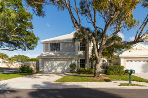 62 Dorchester Circle , Palm Beach Gardens FL 33418 is listed for sale as MLS Listing RX-10513114 29 photos