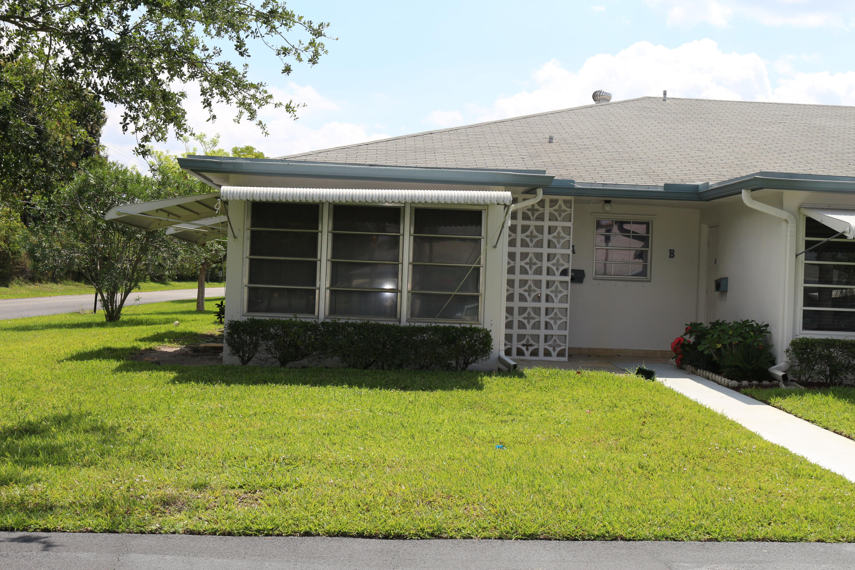 This 2 bedroom, 2 bath villa has tiled living areas, and master bedroom. Second bedroom carpeted.  Open paper deck.  Association enjoys Clubhouse, Tennis Courts and Shuffle Board Courts.  Approximately 3.5 miles from trendy downtown Delray Beach and 4 miles from the Atlantic Ocean shoreline with an approximate 2 mile stretch of white sand beach.