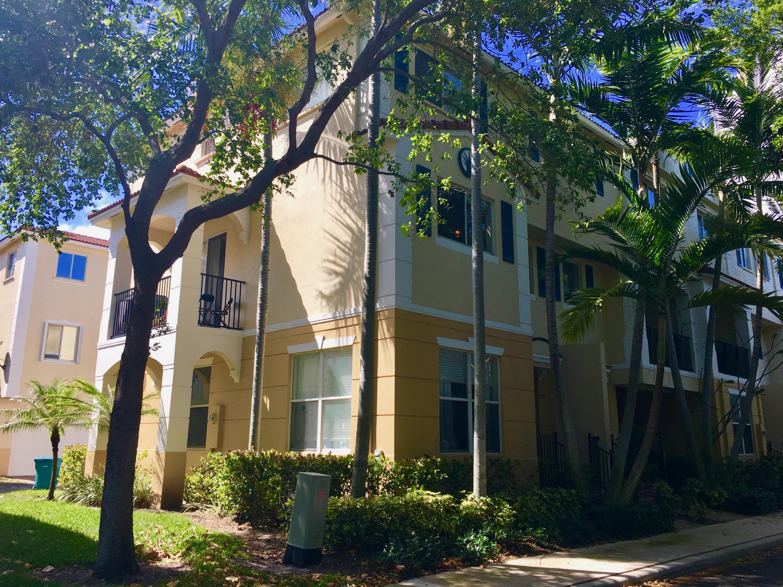 2899 S Greenleaf Circle  Boynton Beach FL 33426