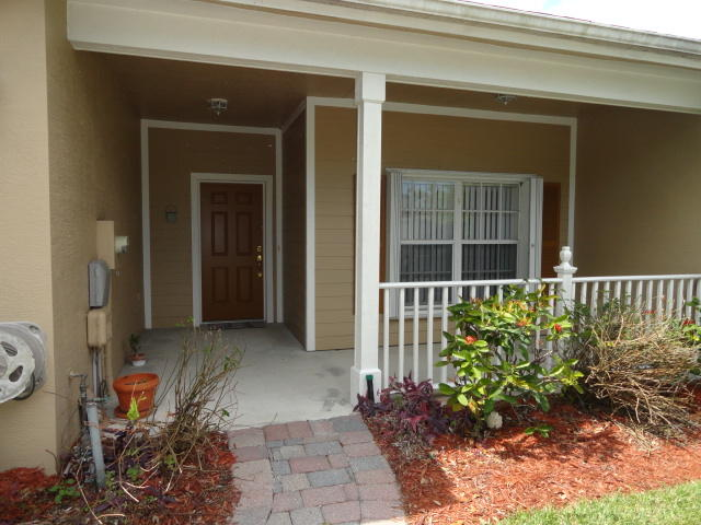 623 NE Bent Paddle Lane, Port Saint Lucie, Florida