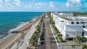 215  Brazilian Avenue , Palm Beach FL 33480 is listed for sale as MLS Listing RX-10521402 photo #11