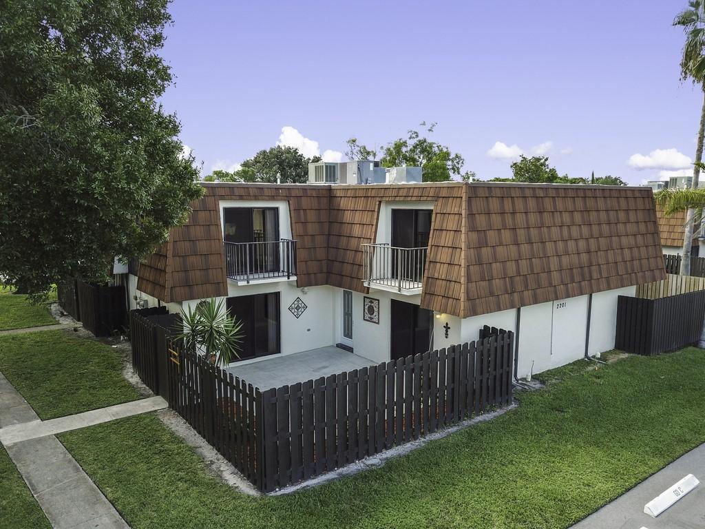 2201 White Pine Circle C Greenacres, FL 33415 photo 2