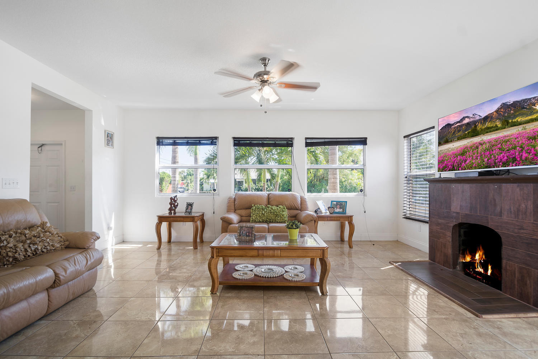 411 Barnett Street West Palm Beach, FL 33405 photo 3