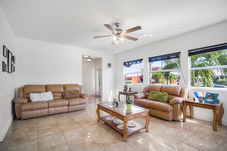 411 Barnett Street West Palm Beach, FL 33405 photo 4