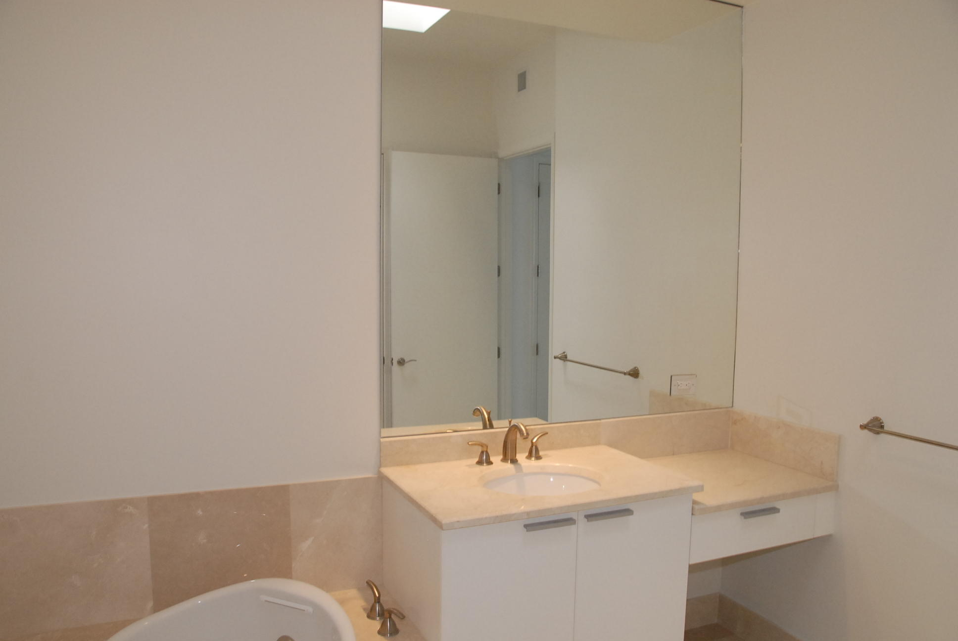 2650 Lake Shore Drive Ph2402, Riviera Beach, Florida 33404, 2 Bedrooms Bedrooms, ,2.1 BathroomsBathrooms,F,Condominium,Lake Shore,RX-10522447