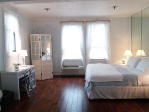 235 Sunrise Avenue 2053 , Palm Beach FL 33480 is listed for sale as MLS Listing RX-10523121 4 photos