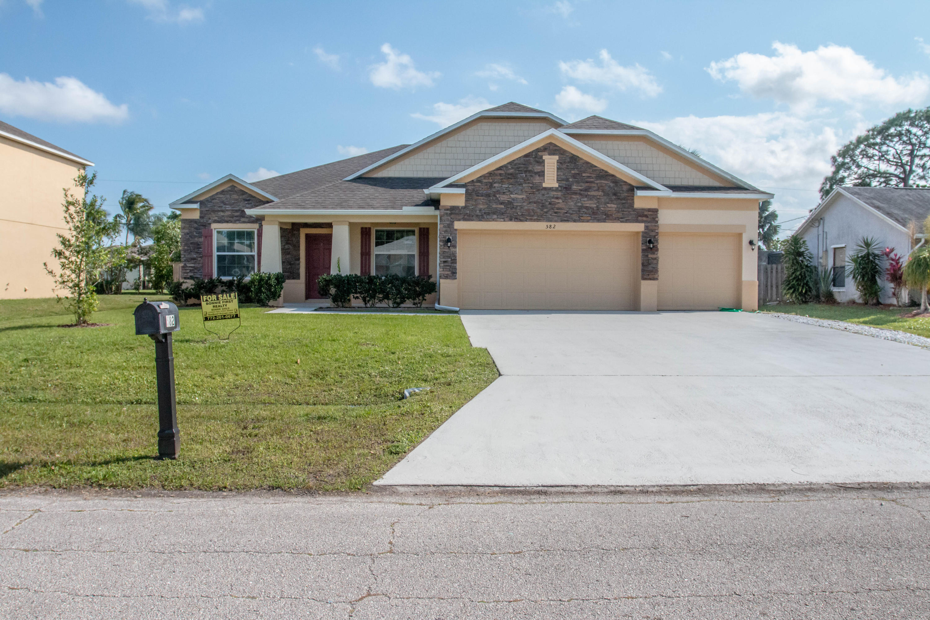 582 SW Twig Avenue, Port Saint Lucie, Florida