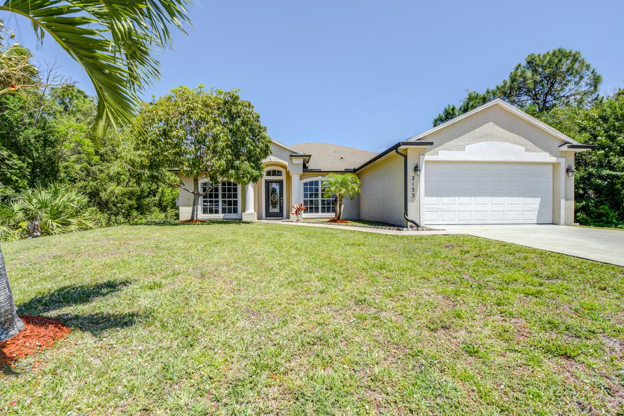 2133 SW Larchmont Lane, Port Saint Lucie, Florida