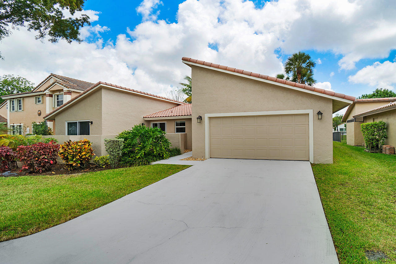 Home for sale in Riverglen/coquina Lakes Deerfield Beach Florida