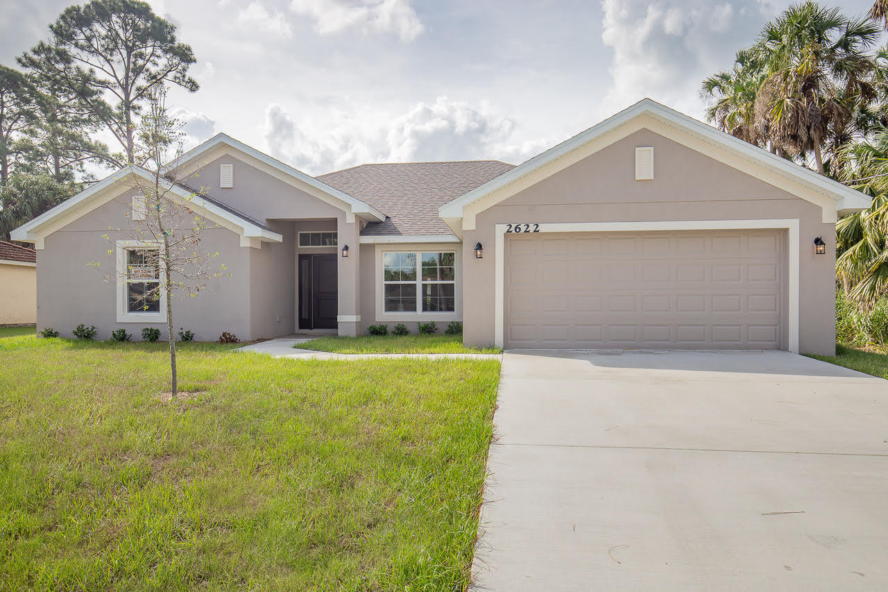 5495 NW Dabney Court, Port Saint Lucie, Florida