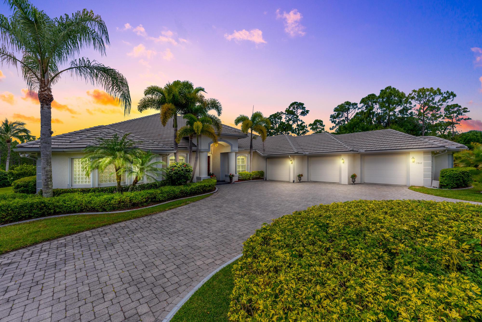 7842  Sabal Lake Drive, Port Saint Lucie, Florida