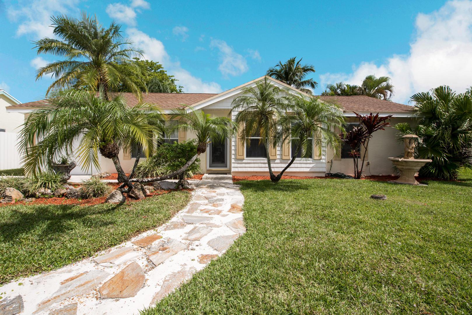 1133 Grandview Circle Royal Palm Beach, FL 33411