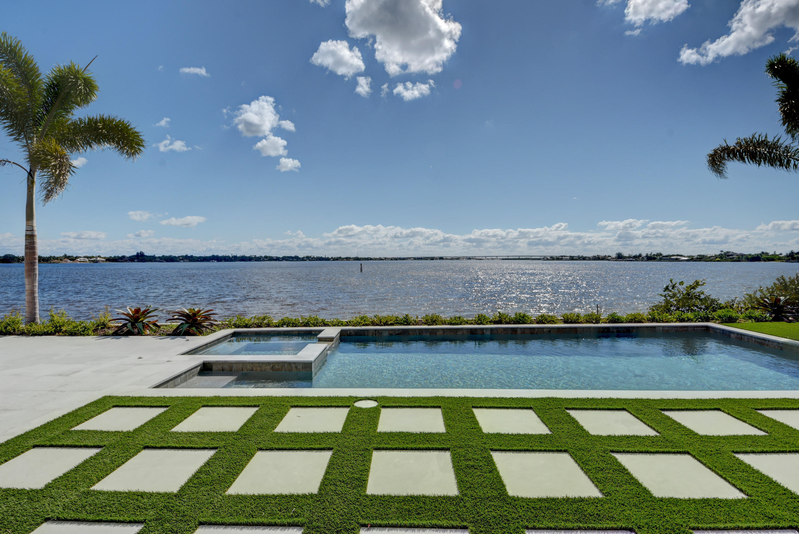 FLORIDIAN YACHT & GOLF CLUB HOMES FOR SALE