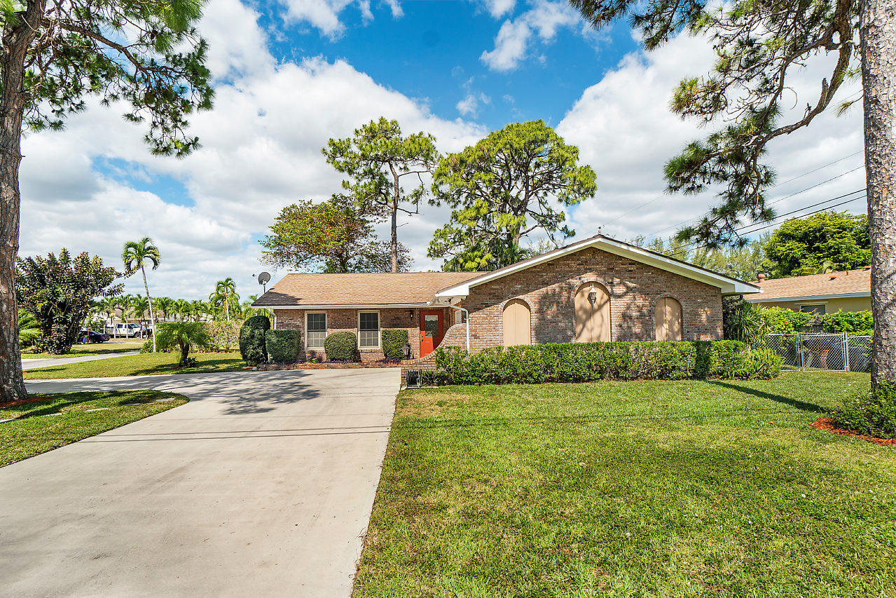 6301 Boyd Lane Lake Worth, FL 33462
