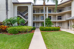 LAKESIDE CONDO 3 OF BANYAN SPRINGS home 10143 Mangrove Drive Boynton Beach FL 33437
