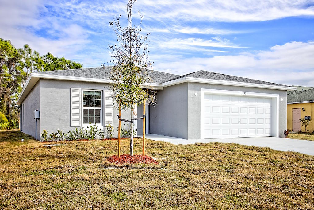 Photo of 926 SW Del Rio Boulevard, Port Saint Lucie, FL 34953