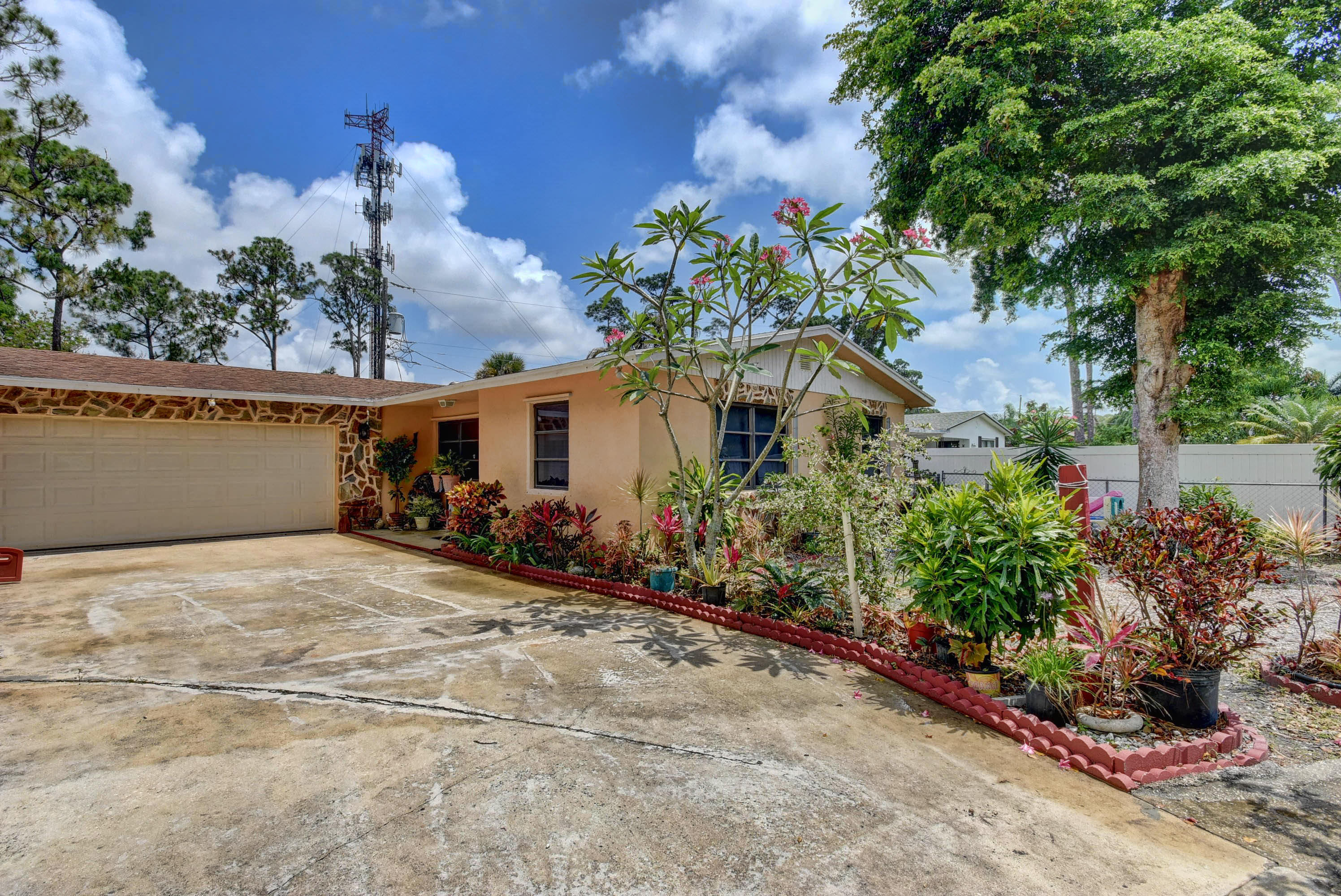 Home for sale in S/D OF 36-44-42, NW 1/4 Lake Worth Florida