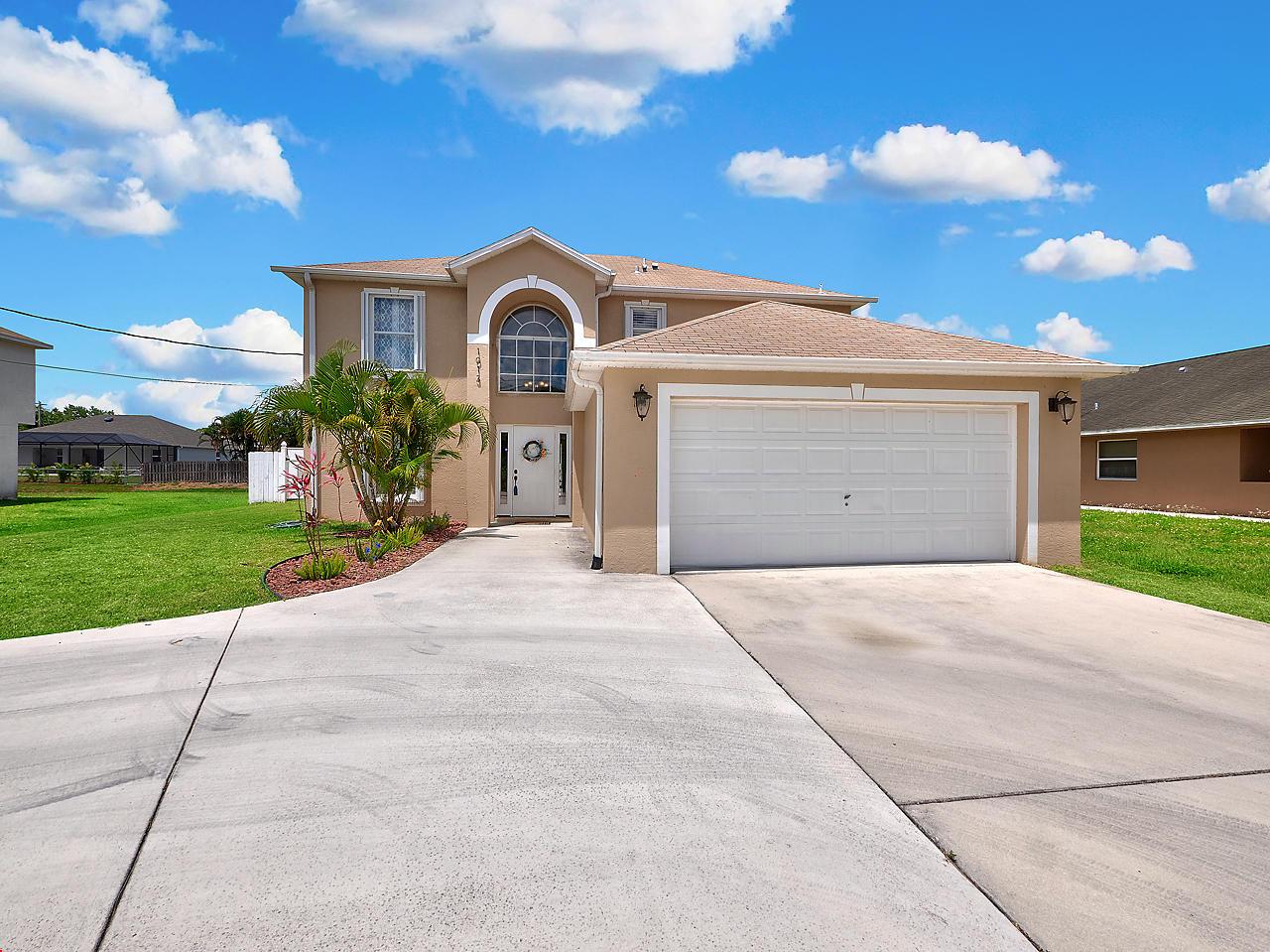 1013 SE Bywood Avenue, Port Saint Lucie, Florida