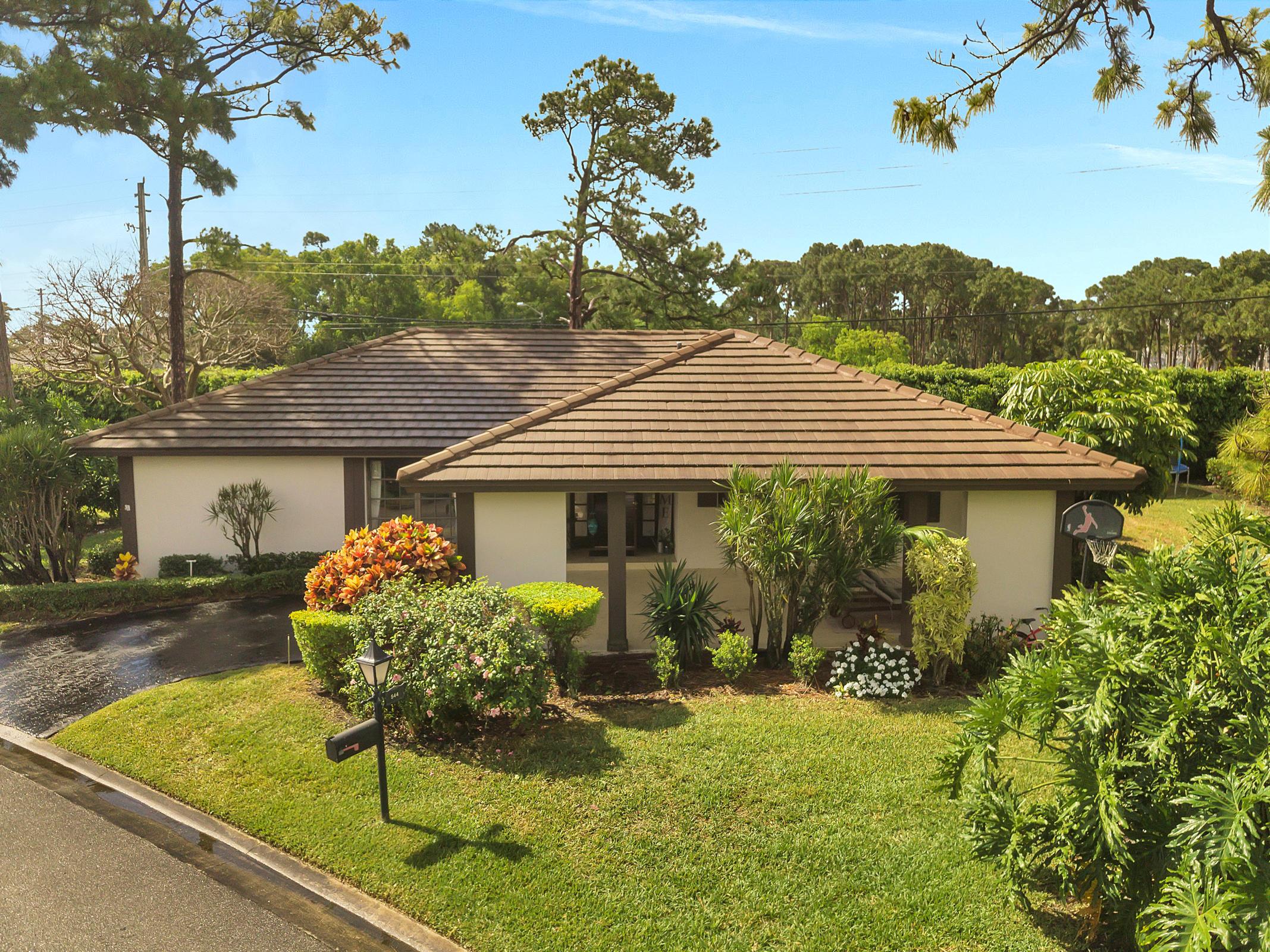 Home for sale in WOODLAND VILLAS Atlantis Florida