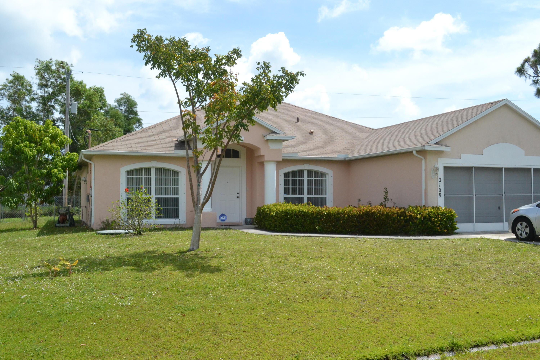 2109 SE Heathwood Circle, Port Saint Lucie, Florida