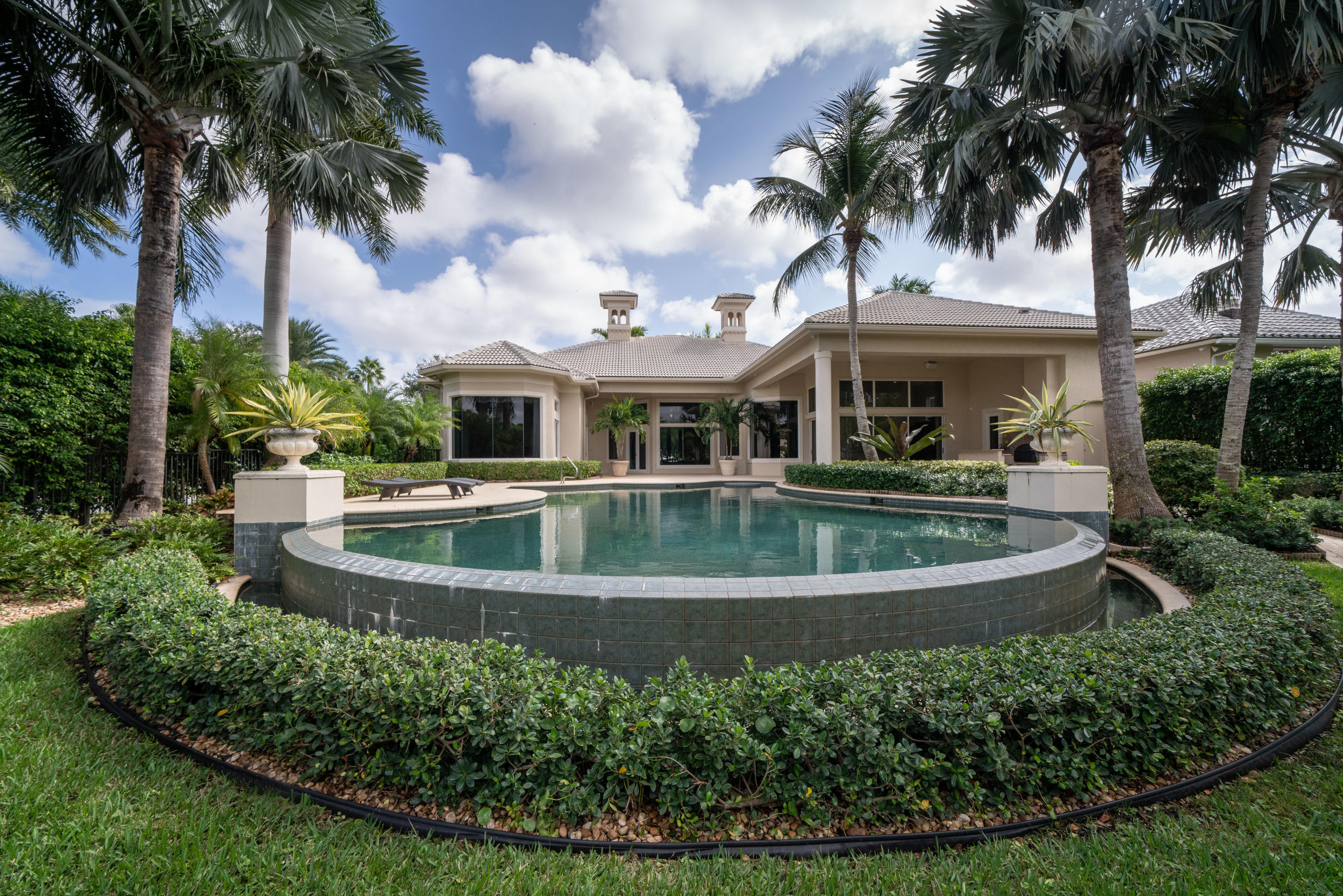 JUPITER RIVER ESTATES REVISED PLAT LOT 156 (LESS THAT PORTION LYING SLY OF FOLLOWING LN.. BEG 23.79' NE OF SE COR, NW 10