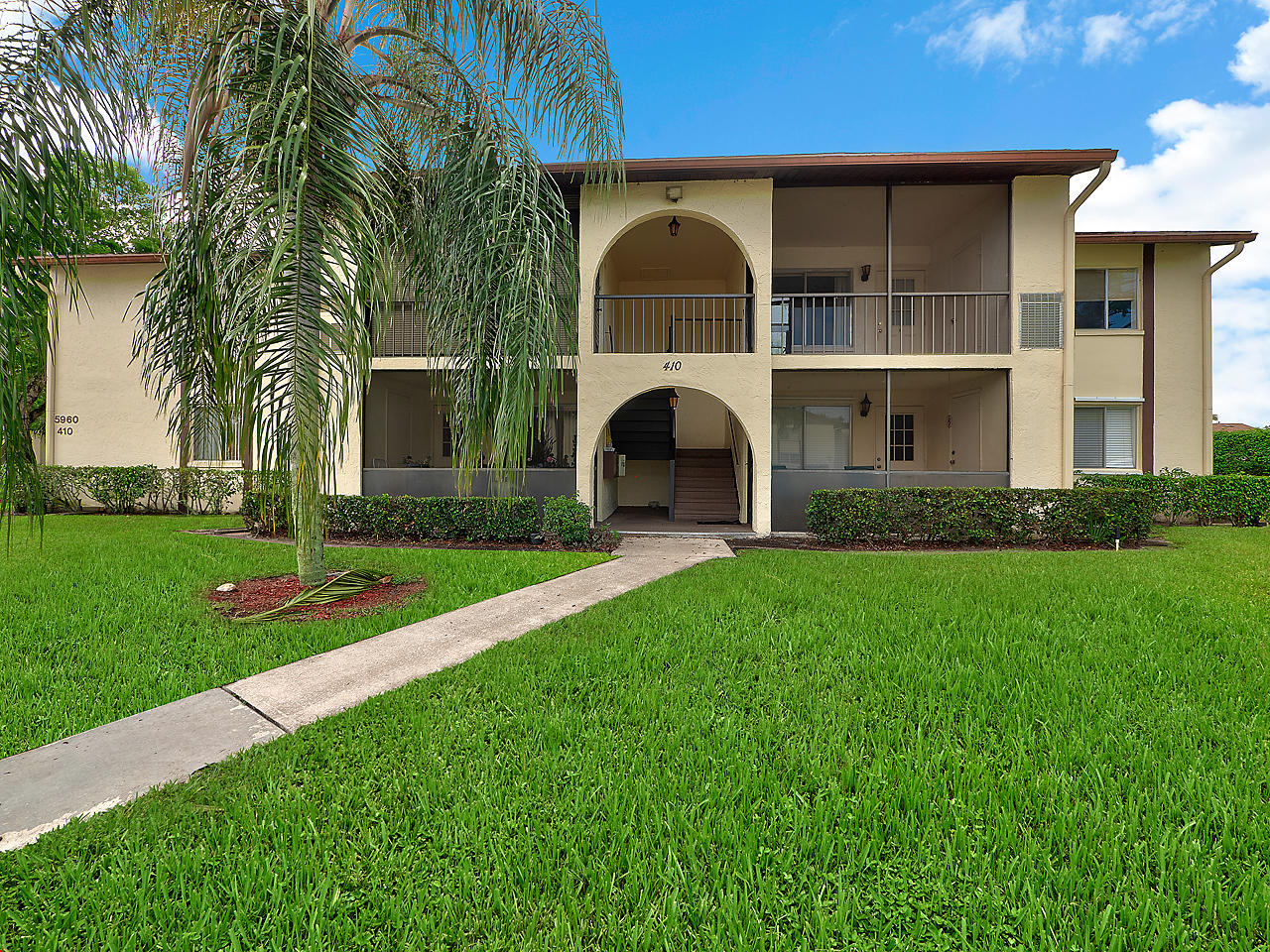 Home for sale in PINE RIDGE IV COND DECL FILED 6-16-80 Lake Worth Florida