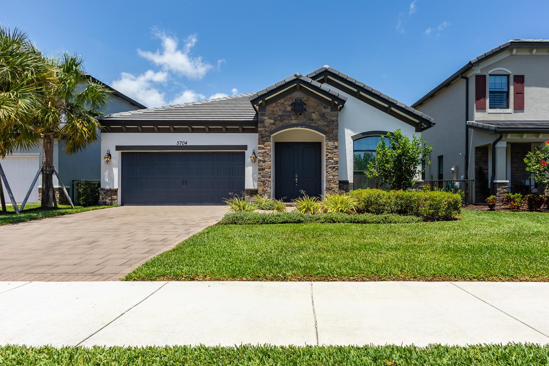 5704 Sandbirch Way Lake Worth, FL 33463