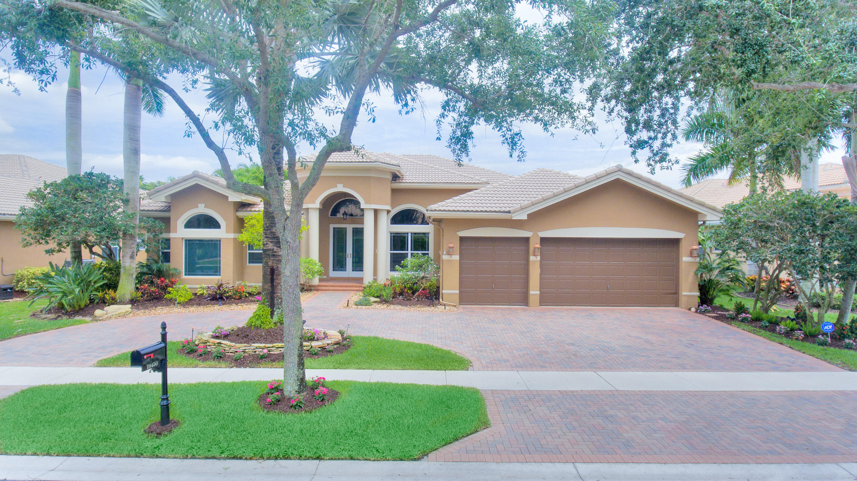 Photo of 19450 Saturnia Lakes Drive, Boca Raton, FL 33498
