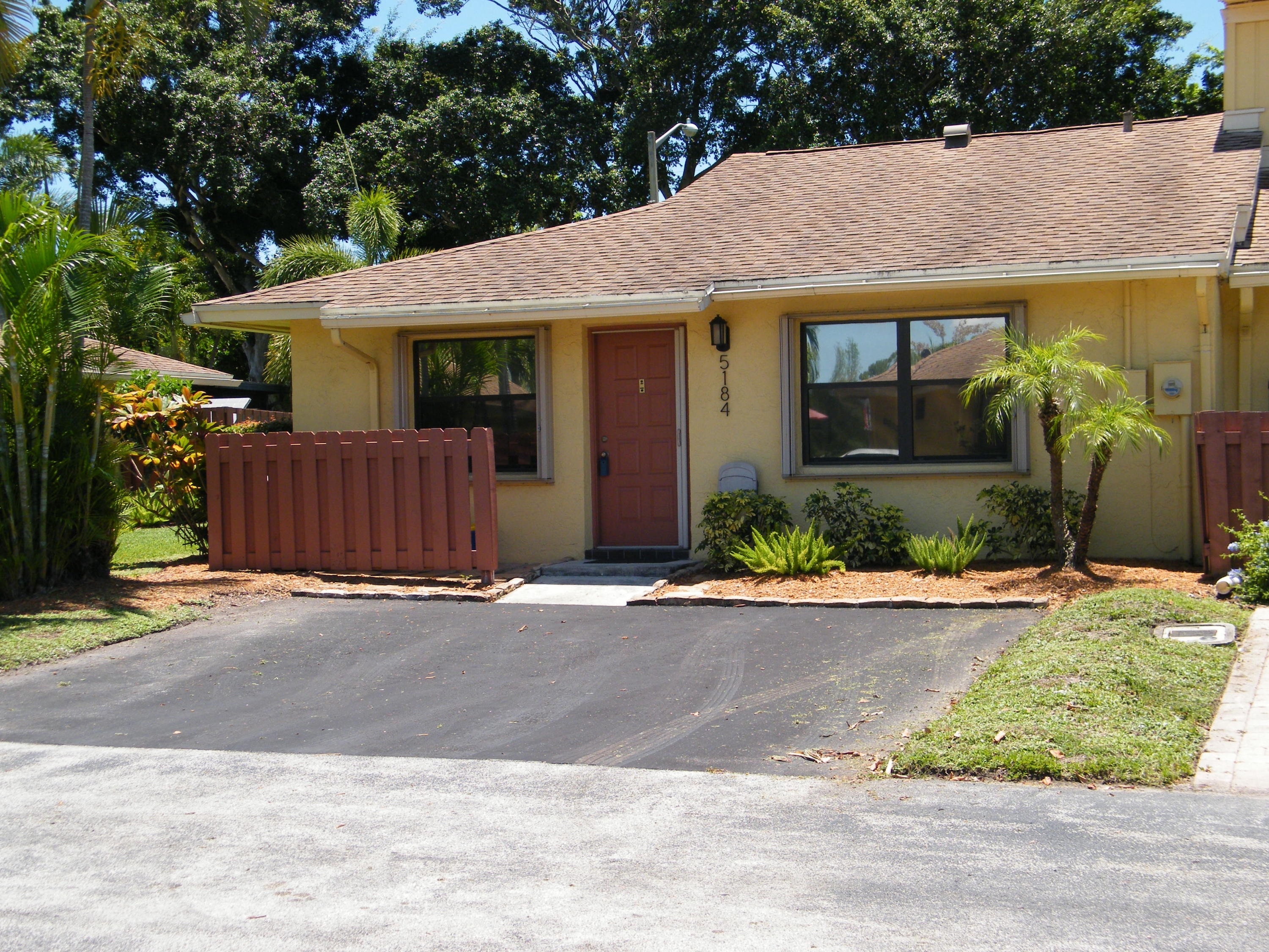 5184 Tennis Lane  Delray Beach, FL 33484