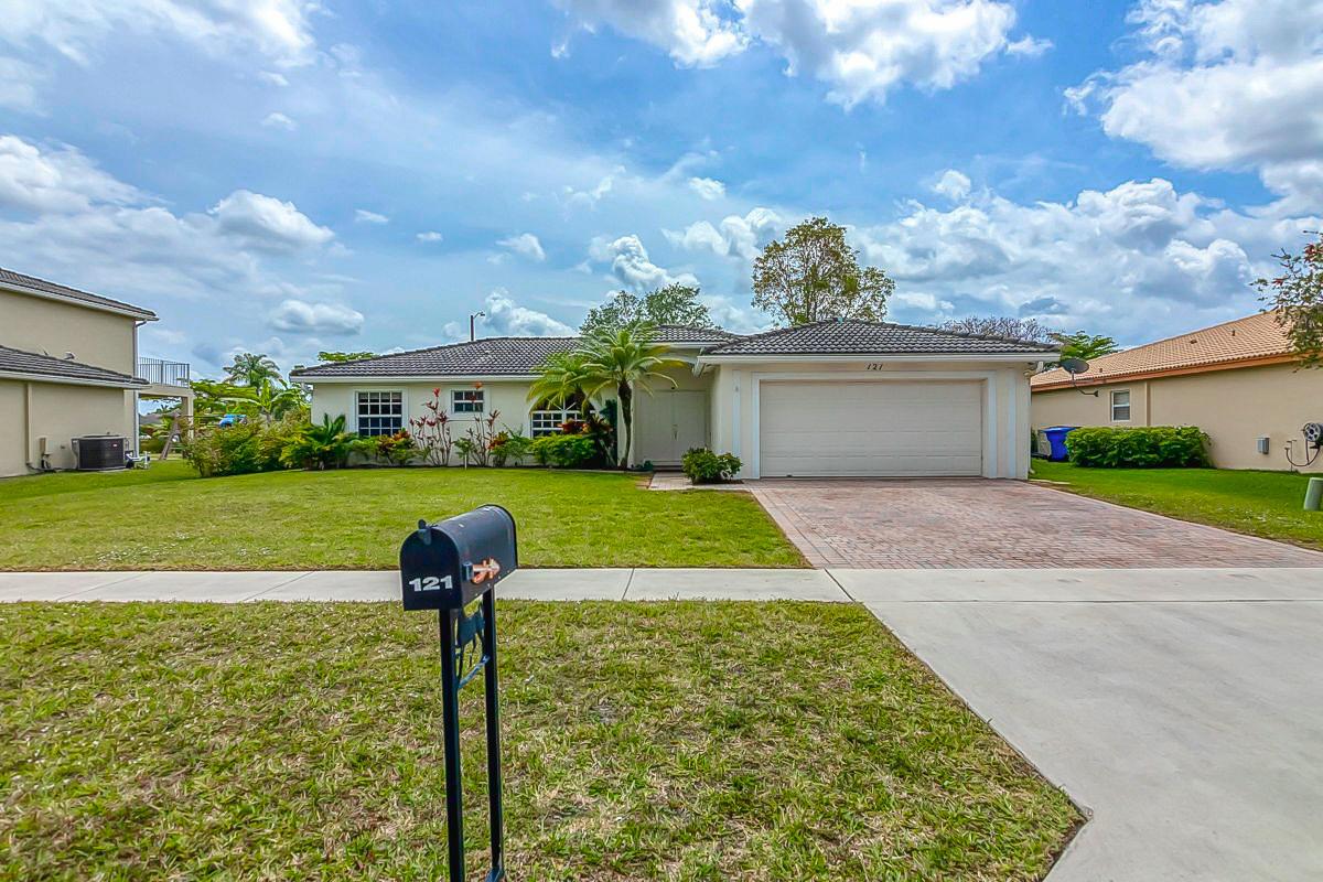 121 Chestnut Circle - Royal Palm Beach, Florida