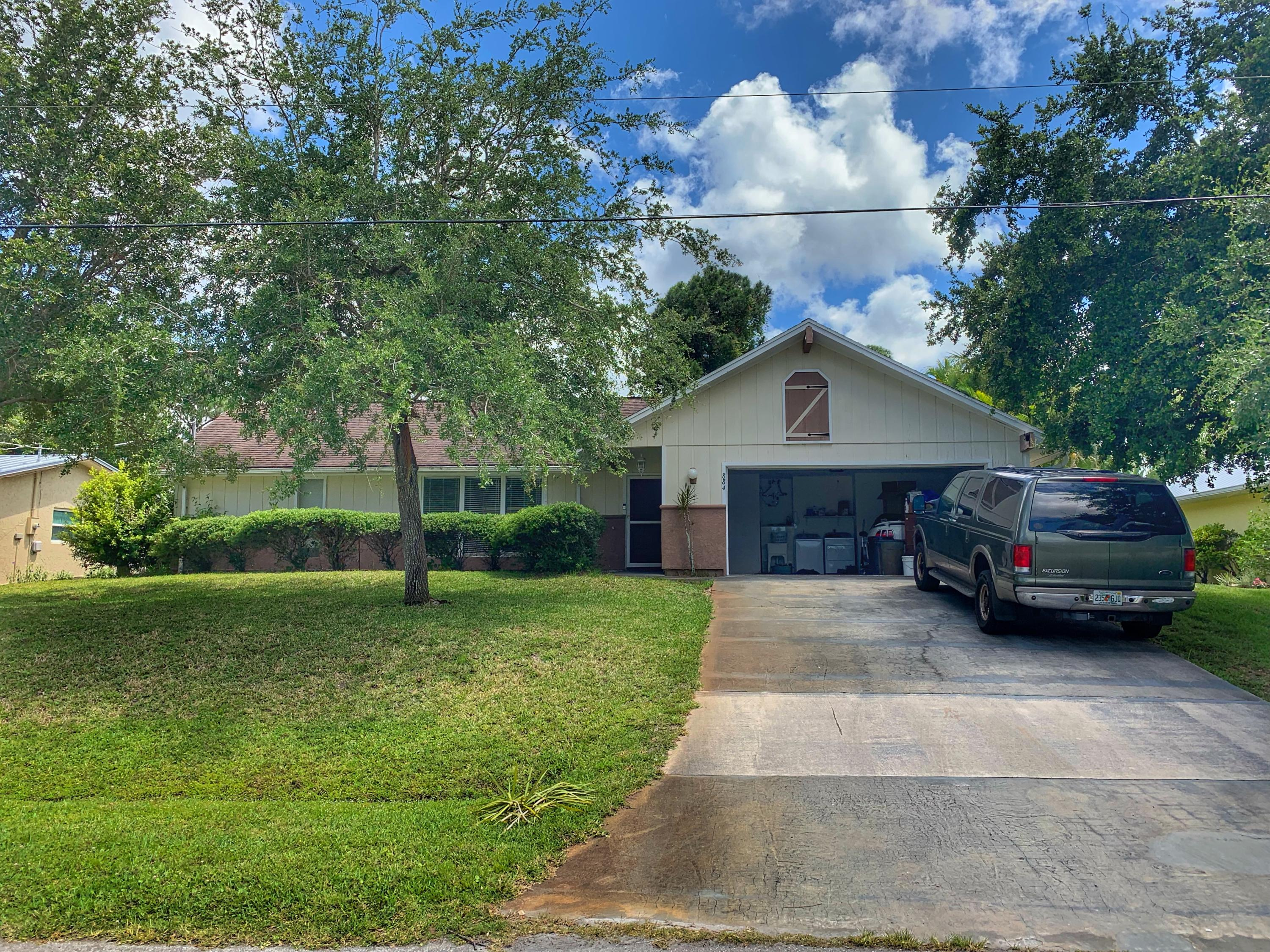 884 SE Sweetbay Avenue, Port Saint Lucie, Florida