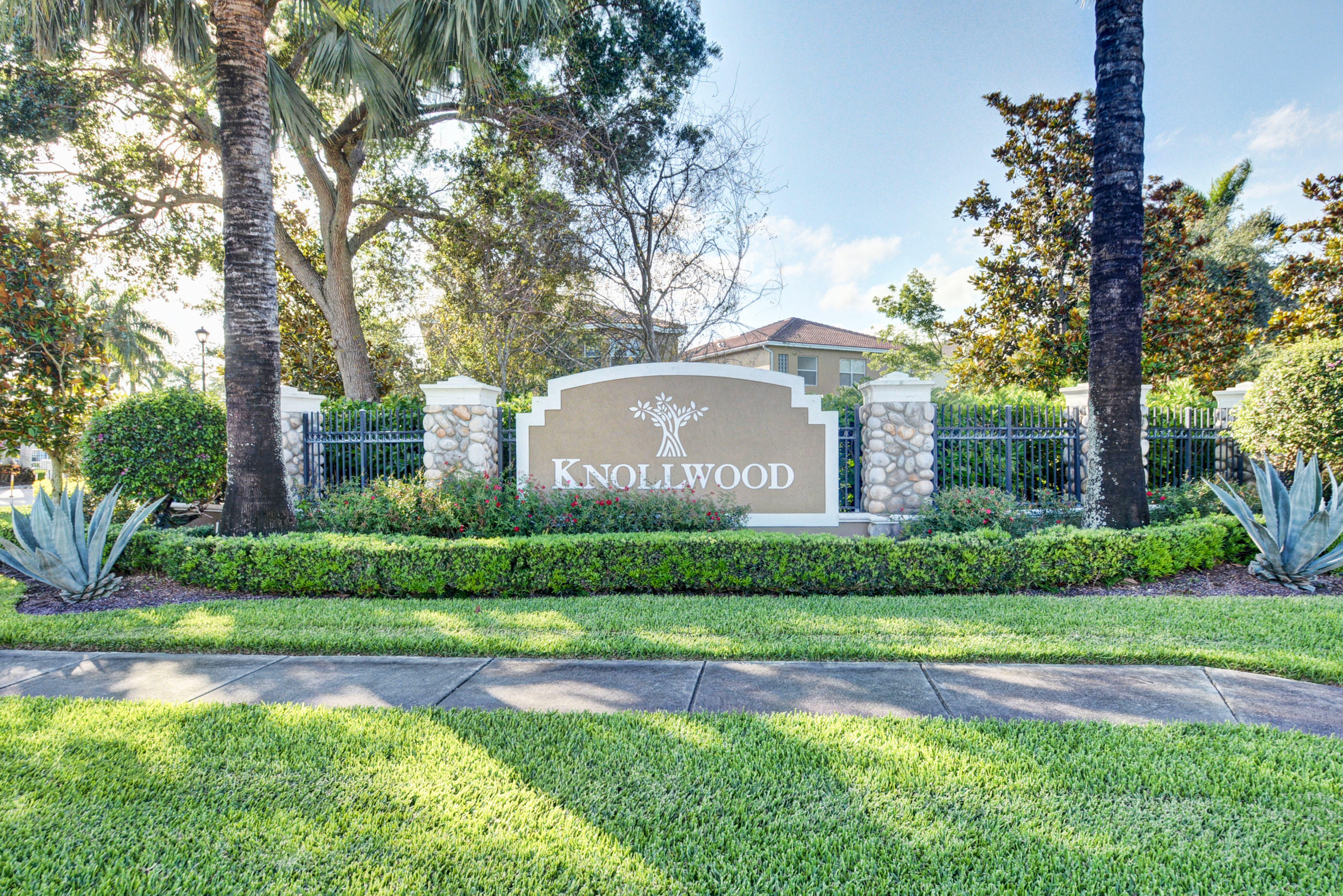 KNOLLWOOD REAL ESTATE