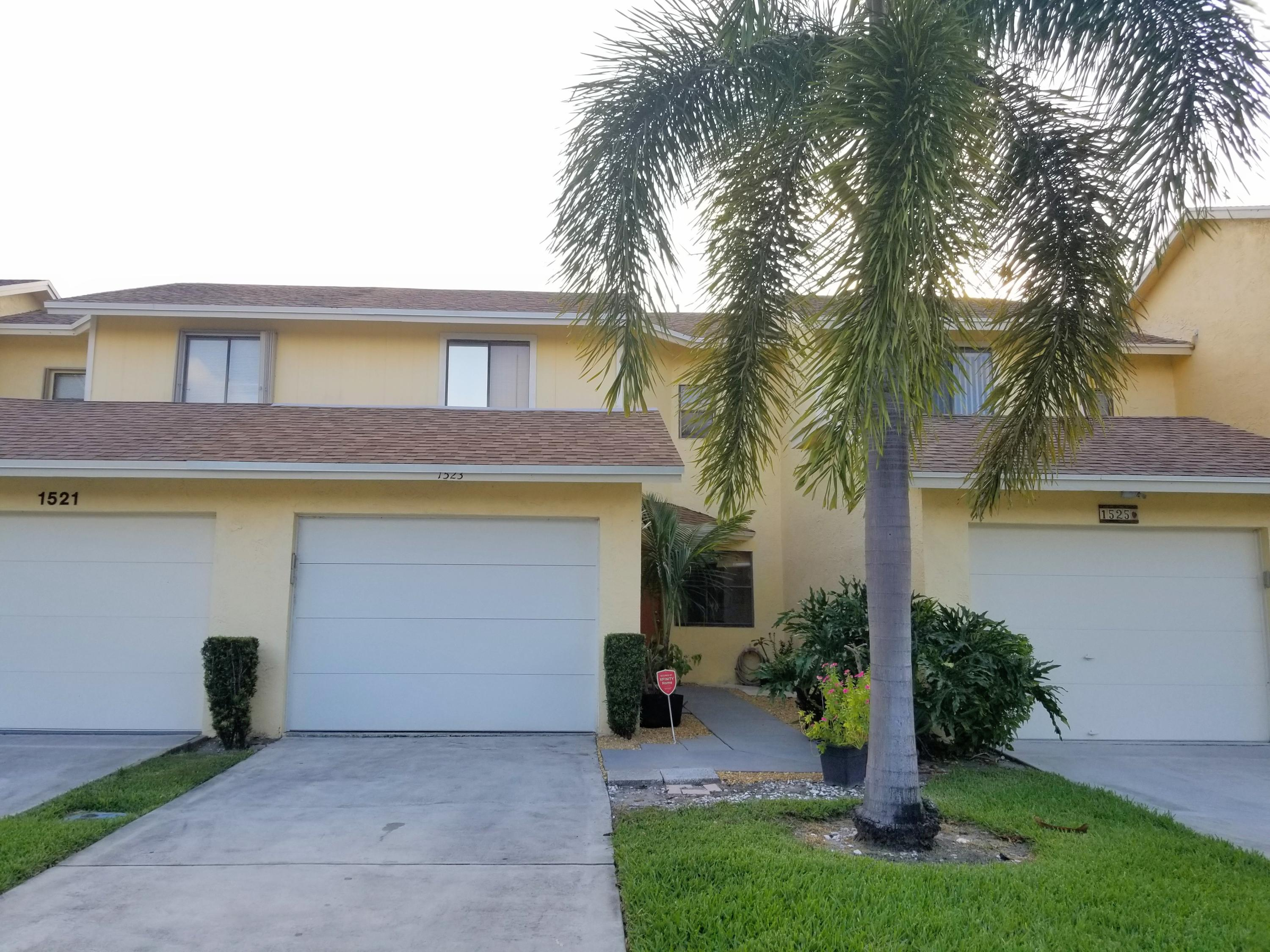 1523 Woodbridge Lakes Circle Circle  West Palm Beach FL 33406