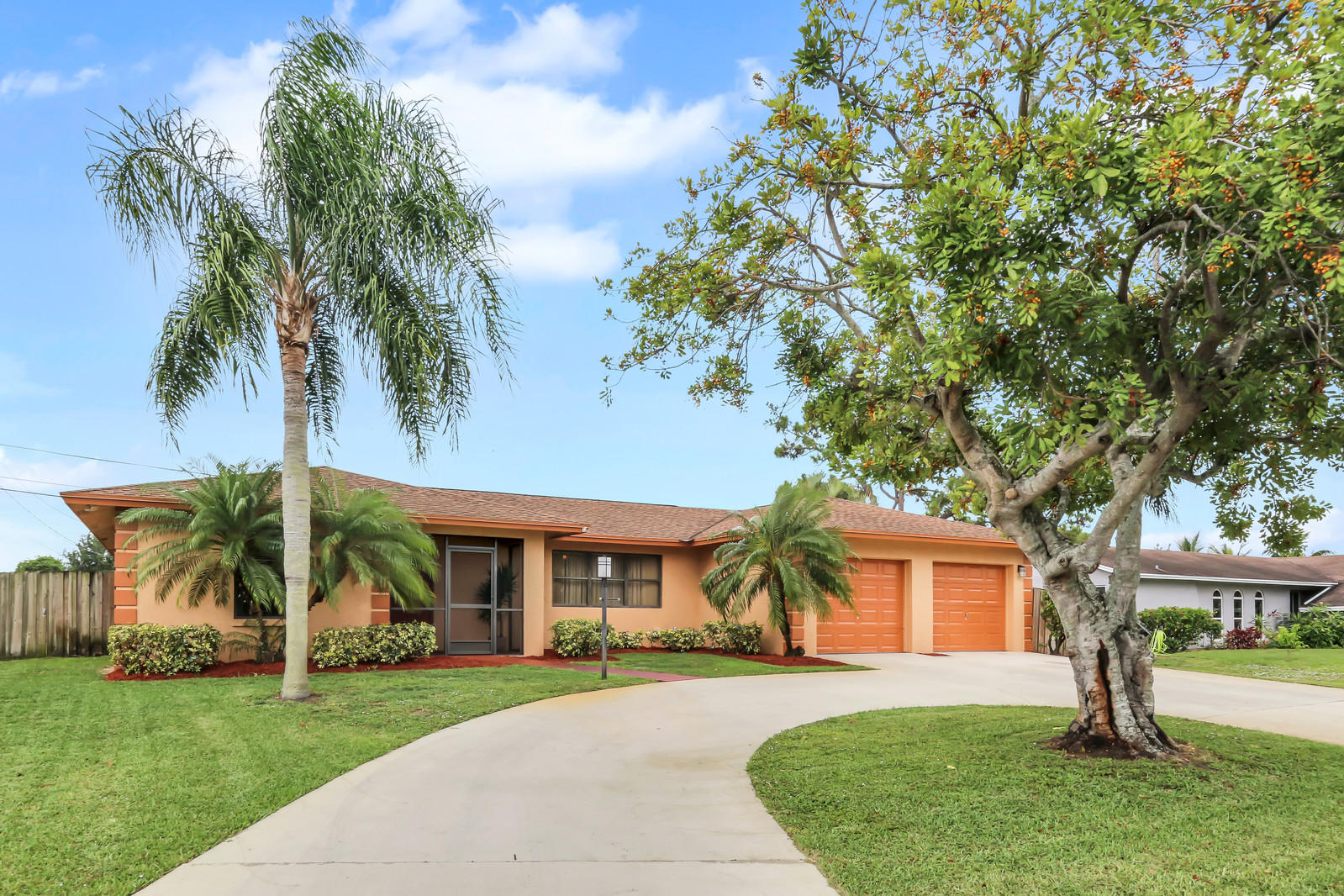 19 W Plumosa Lane Lake Worth, FL 33467