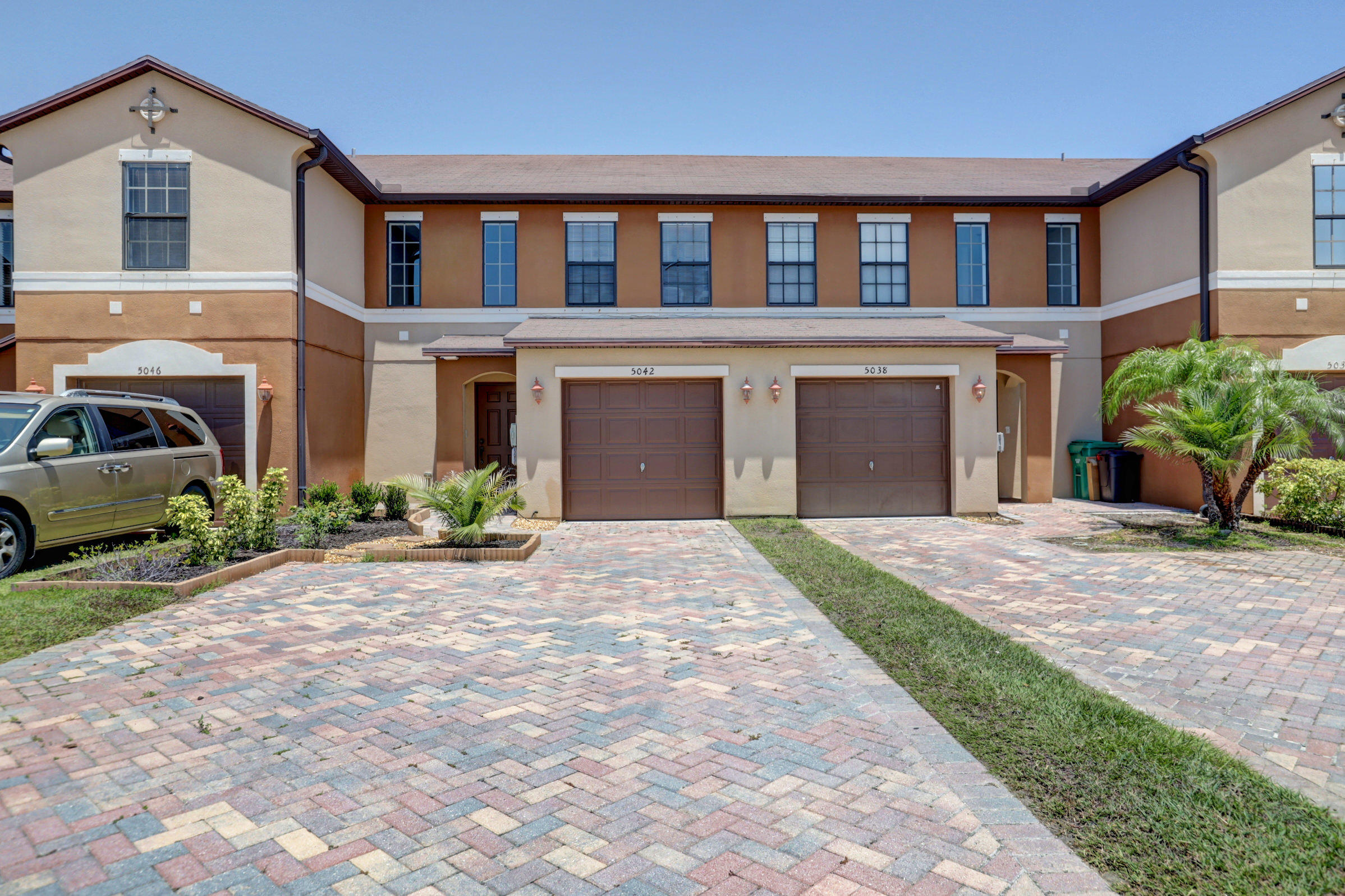 5042 NW Coventry Circle, Port Saint Lucie, Florida