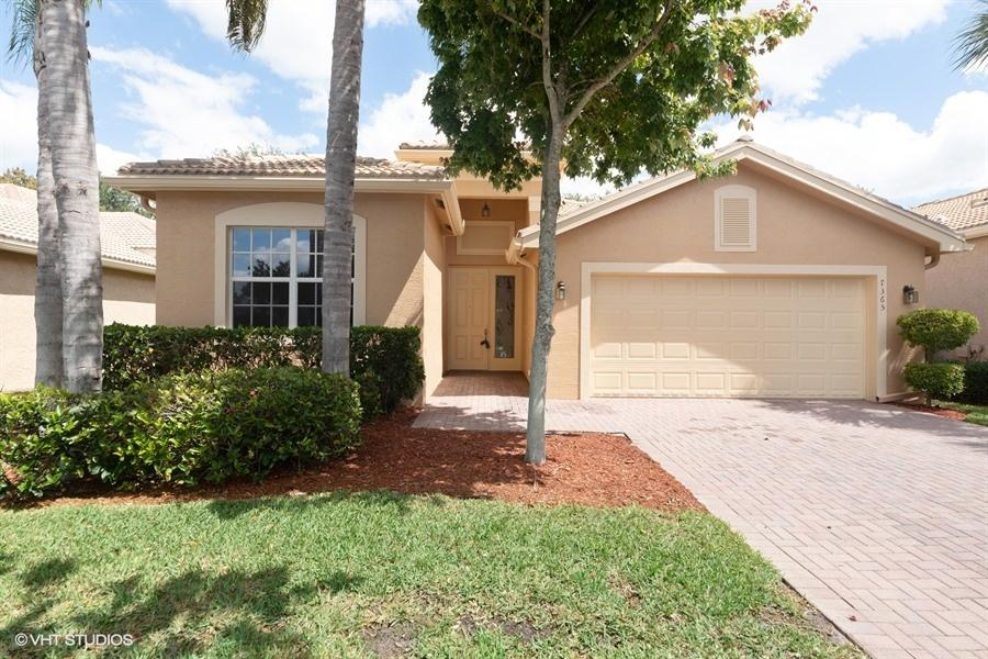 Home for sale in VALENCIA POINTE 1 Boynton Beach Florida