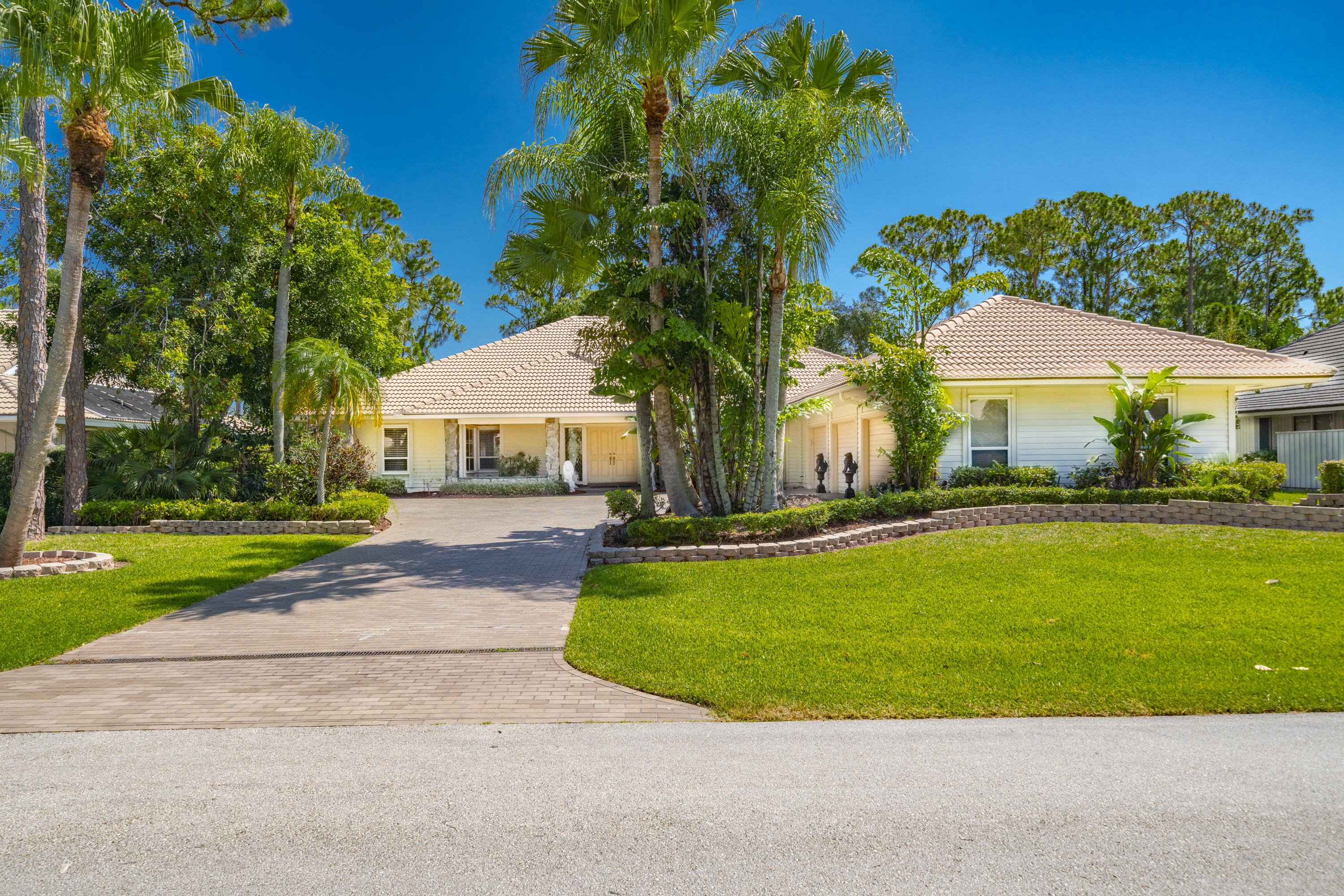 Photo of 20 Rabbits Run, Palm Beach Gardens, FL 33418
