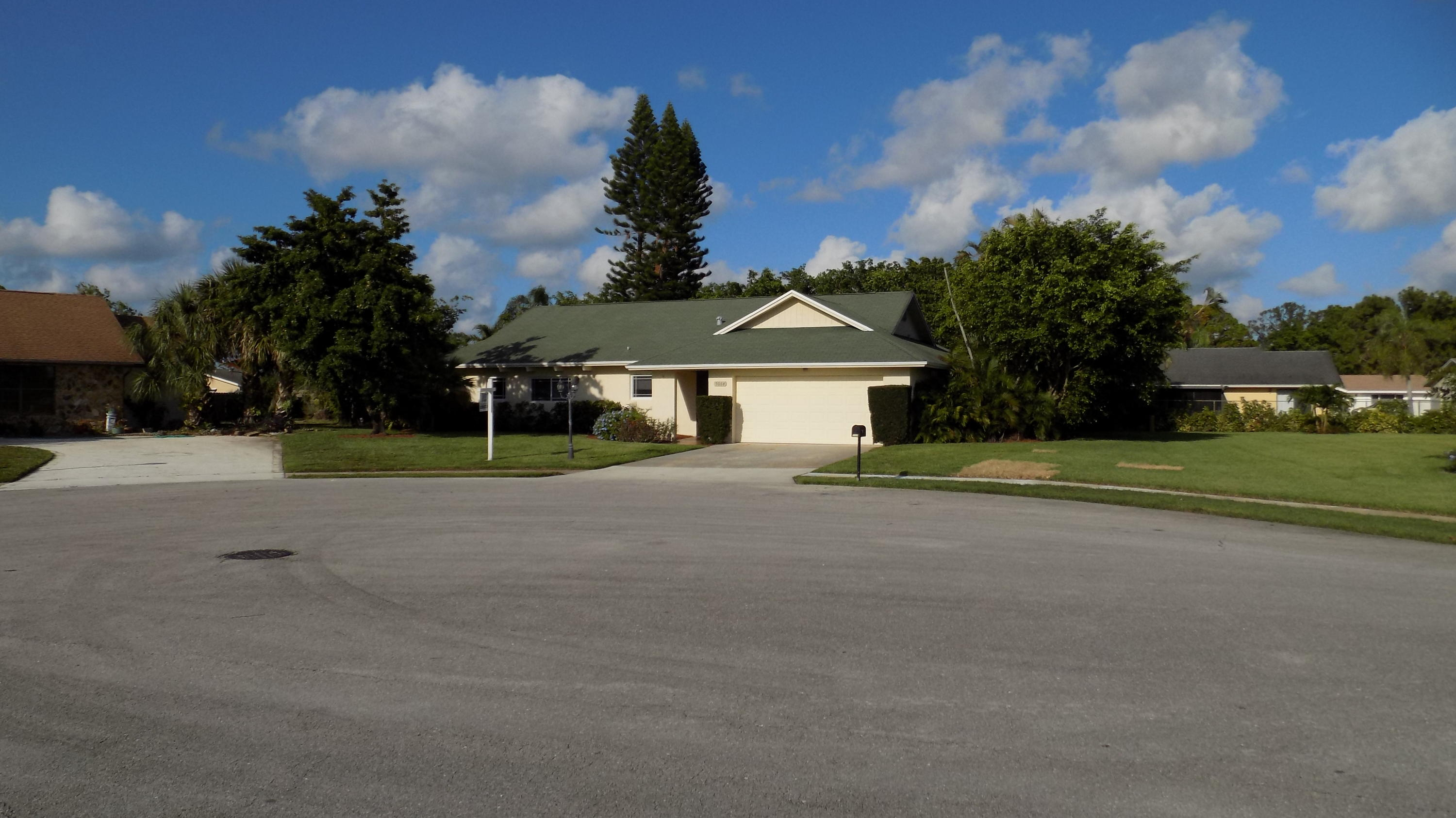 Photo of home for sale at 5064 Candlewood Court, Lake Worth FL